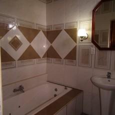 Badezimmer-der-unteren-Unterkunft